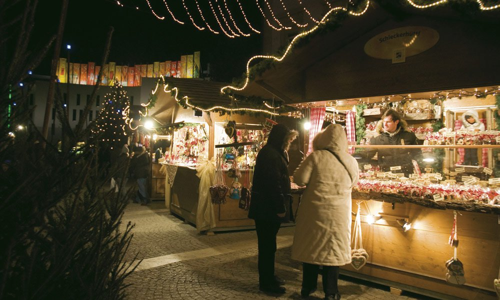The Christmas market in Brunico