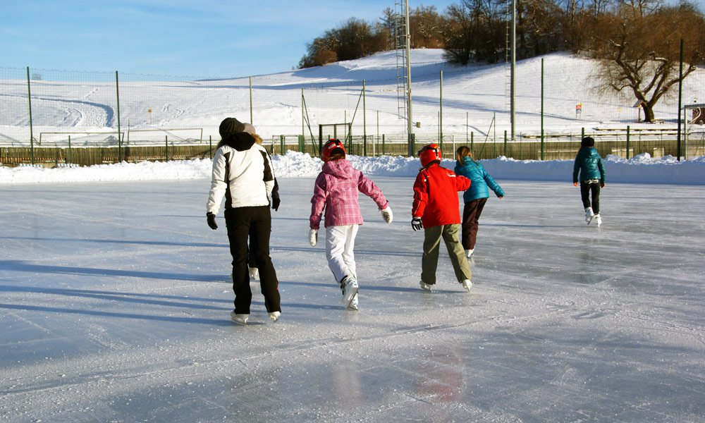 What else can you experience during winter holidays in the Pusteria Valley?