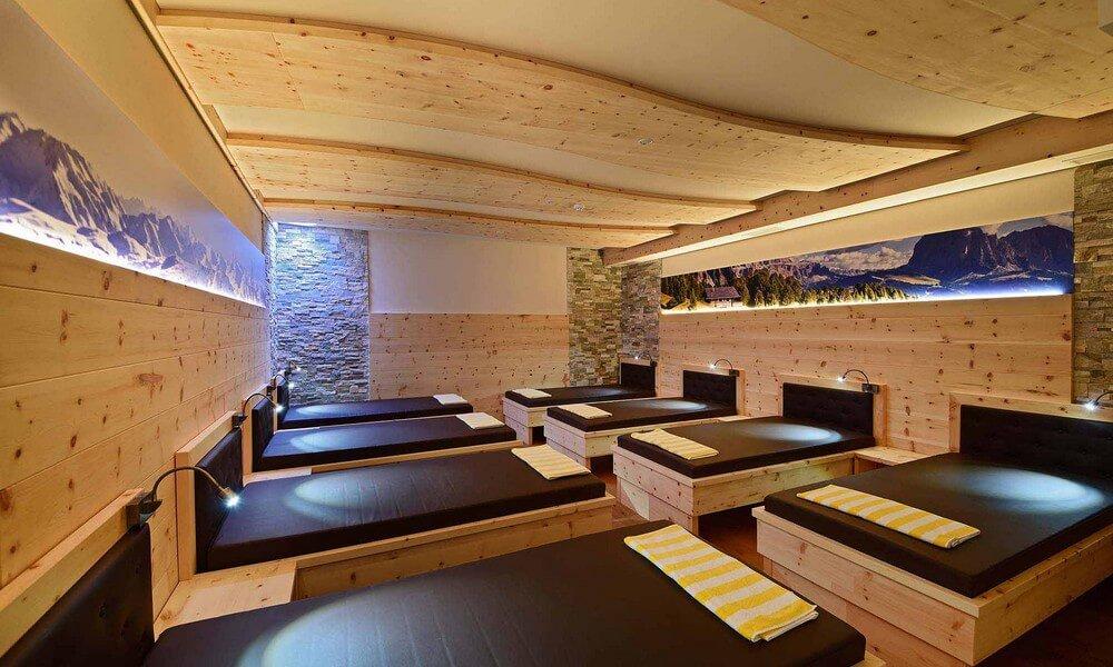 Sauna finlandese, bagni freddi e sala relax