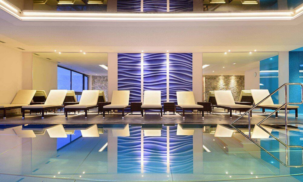 Ihr hotel mit pool in s dtirol ziehen sie ihre bahnen for Dusseldorf hotel mit pool